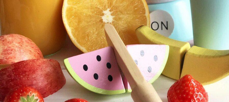 Holzspielzeug Früchte und Messer